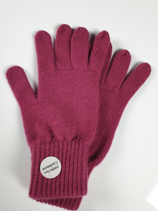 product image for a pair of rhubarb purple cashmere gloves made in Scotland - 600x800 - product id: 894 - cashmereglovesandscarves.co.uk
