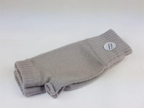 cashmere wrist warmers in rockery grey - cashmereglovesandscarves.co.uk